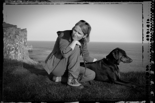 Kona með hund